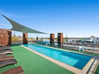 Roof Top Pool - Mantra Quayside